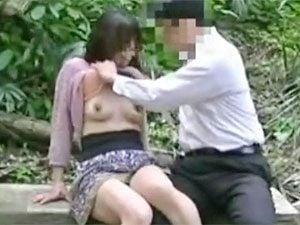 青姦不倫を個人撮影しちゃう中年カップルw