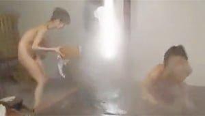 学生カップルの混浴青姦をガチ盗撮w